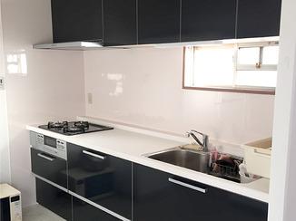 キッチンリフォーム 高級感あふれ収納量もばつぐんのキッチン