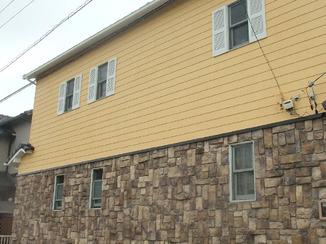 外壁・屋根リフォーム 色あせひび割れた外壁を明るいカラーでリフレッシュ