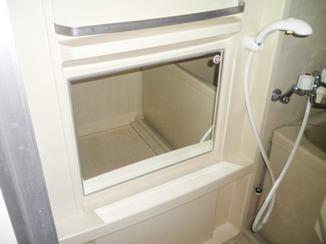 小工事 バスルームの鏡のみを取替え