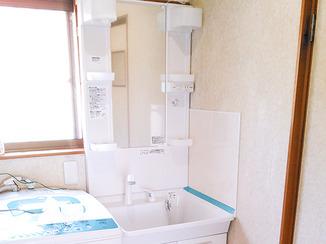 洗面リフォーム 壁や床の汚れにも配慮した洗面台