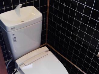 トイレリフォーム トイレと手洗い器の一体型で広くなったトイレスペース